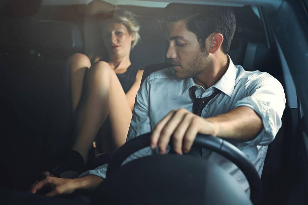 seks v avtomobilu